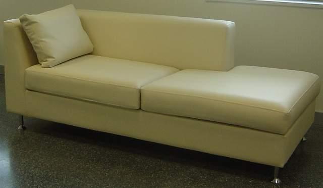 Nuestros sillones y sof s cama para hospitales en las for Sofa que se hace litera